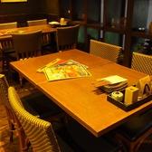 4名用テーブル席。人数に応じてご用意致します。最大35名まで。