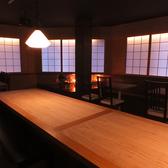店内中央のテーブルは10名~の中規模宴会にも対応可!