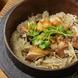 カマで炊き上げた「鶏釜飯」