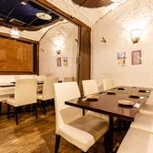 テーブル席の貸切は30名様までご案内できます。会社でのご宴会などにお使いください。人数によって仕切ることも可能です。