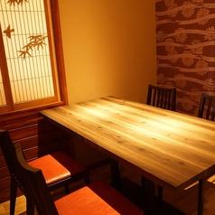 雰囲気抜群のテーブル席♪4名掛け×2卓ご用意◎
