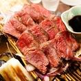 藁の香ばしい香りと赤身と良質な牛の旨味の阿波牛の炙り焼き