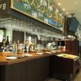 フォトジェニックなバーカウンターはサク飲みに最適!ボトルワイン・泡・日本酒・オリジナルカクテルなど、豊富にドリンクメニューをご用意しています。ワインはなんと約90種類!是非ご利用くださいませ。