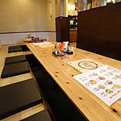 人気の半個室のお部屋は掘りごたつ席となっております。足を伸ばしてゆったりお食事をお楽しみいただけます。