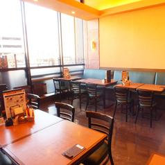【喫煙席×宴会】完全分煙のキリンシティ。大きな窓に面した開放感溢れる喫煙席は宴会にも人気。最大25名様まで収容可能。