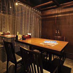 間接照明の店内は落ち着いてお料理やお酒など楽しむことができます!