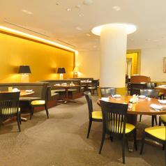 落ち着いた雰囲気のレストラン内でシェフが腕によりをかけたお料理をお楽しみ頂けます。