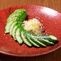 料理メニュー写真昔ながらの胡瓜1本漬け/やみつきキャベツ