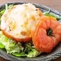 料理メニュー写真まるごとトマトのクリームグラタン