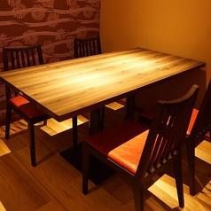 落ち着いた雰囲気のテーブル席★