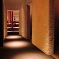 壁や床は絨毯生地のモコモコ!