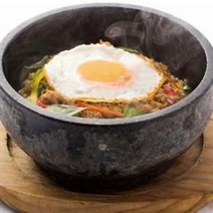 料理メニュー写真石焼ガパオライス ~鶏肉のバジル炒めご飯~