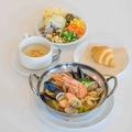 料理メニュー写真魚介とキャベツのブイヤベース