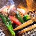 料理メニュー写真【肉屋の野菜グリル!】季節に合わせて旬野菜の炭火焼~特製ソースを添えて~