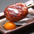 料理メニュー写真みつせ鶏つくね 卵黄添え