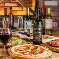50種の窯焼きピザなどワインに合う料理が豊富★