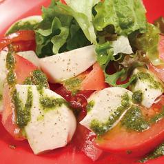 フレッシュトマトとモッツァレラチーズカプレーゼ