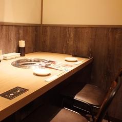 カップル・ご夫婦にもご利用頂ける2名様用のテーブル席。