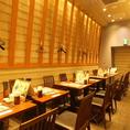 テーブル席は横並びで最大16名様対応のお席もございます!