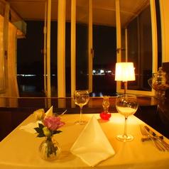 江津湖を一望できる窓側カップルシート