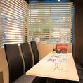 【唯一外が見える開放的な個室】開放的な空間が広がるテーブル個室。女子会やママ会など、開放的な明るい個室で美味しい海鮮料理はいかがでしょうか。平日限定のコース料理は赤字覚悟の3,000円からご用意しております!皆様のご来店を心よりお待ちしております。