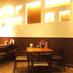 4名~6名のテーブル席。飲み会のお集まりは『三間堂』にお任せ下さい♪小人数でもご安心。お客様だけの空間を楽しんで頂けるよう各種多様な個室もご用意致しております。普段使いの飲み会から、上品な女子会など時と場を選ばない人気のお席です。様々なシーンにお使い下さい(横浜/居酒屋/歓迎会/飲み会)