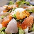 料理メニュー写真生雲丹といくらの御刺身サラダ