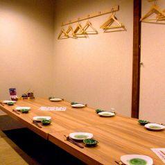人気の掘りごたつ個室は、間仕切りを外すと12名様の宴会個室に。。