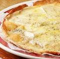 料理メニュー写真チーズたっぷりピザ