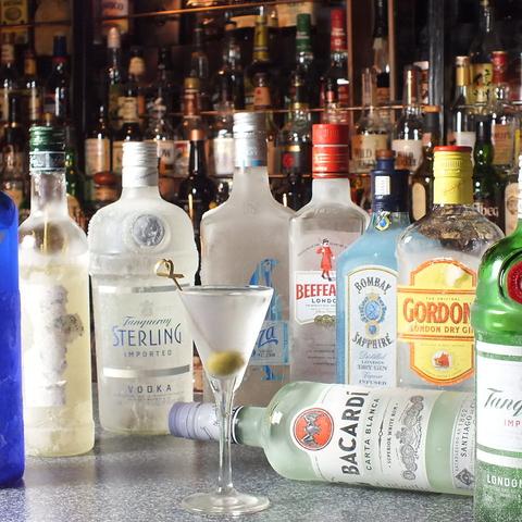 ウイスキーを中心にスピリッツや各種カクテルなど豊富にご用意!