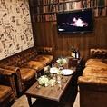【完全個室】4名~10名の完全個室は、ゆったりソファー席とアンティークな空間が素敵な雰囲気を演出致します。少人数での各種宴会・パーティー・接待・合コン・大人女子会など様々なシーンでの御利用が可能です。