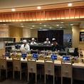 ★活気あふれるカウンター席★お寿司はカウンターの目の前で握ります!おひとり様でのご利用も大歓迎★元気よくお出迎えいたします!