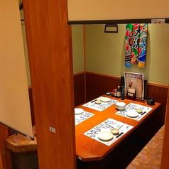 半個室のテーブル個室