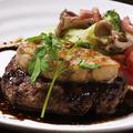 料理メニュー写真フォアグラと牛100%ハンバーグのSign風ロッシーニ
