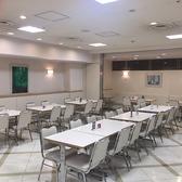 奥のお席は、15時以降最大42名様までの団体様OK4名テーブル9卓、2名テーブル3卓有ります。奥の一角をすべて使って頂いても構いません!(要予約)