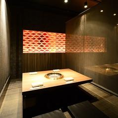 【簾で仕切られた半個室席(2~6名様)】空間デザイナーによる店内デザインですので、おしゃれな雰囲気の飲み会や合コンにもぴったり★