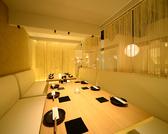 4名様~最大10名様でご利用いただける個室空間。
