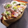 【うおや一丁おすすめ料理3】豪華 大漁舟盛り!接待や会食にもご利用頂けるBOX席少人数~対応可能のテーブル席なら、仕事終わりのちょい飲みなど気軽にご利用頂けます。接待などにも最適な落ち着いた雰囲気のお部屋もご用意しています。大事なご宴会に贅沢なカニ料理はいかがでしょうか。