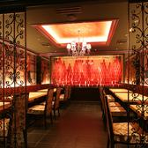 コテコテの大阪料理・創作料理が自慢な新世界じゃんじゃんは、外観からは想像しにくいラグジュアリーな雰囲気の店内♪