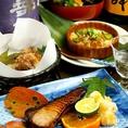 落ち着いた店内の『四季料理八献』は、四季折々の旬の食材を使った本格懐石を堪能できます。