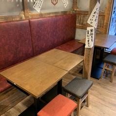 【1階】2名様~4名様向けのテーブル席。友人や同僚との気軽な飲みにもぴったり!