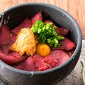 料理メニュー写真ローストビーフと雲丹の小丼
