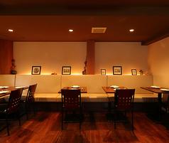 ゆったりお食事できるよう 空間をぜいたくに使っています!東中野の住宅街にひっそり佇む当店で落ち着いた雰囲気の中シェフ渾身の料理と厳選したワインをご堪能ください。貸切歓送迎会などご相談下さい。