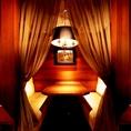 4名様のエレガント個室。シャンデリア付きで雰囲気もGood!2名様個室のご予約はこちらでご案内させて頂きます。
