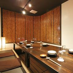 ≪2F/特別室≫こちらは店舗入口を通らず外階段から出入り可能なVIPルーム仕様の完全個室!最大12名様まで対応可能で、接待や宴会の席にどうぞ。