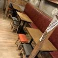 【1階】気軽に飲めるアットホームな空間。テーブル席は人数に応じてレイアウトも可能です。