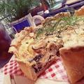料理メニュー写真キッシュプレート ミニサラダ・ハーブソーセージ・カップスープ付き