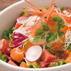 料理メニュー写真海の音 特製海鮮サラダ