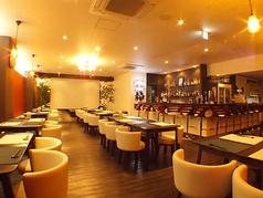 イタリアの雰囲気を感じられる空間が広がる店内。4名様までご利用いただけるテーブル席を10卓ご用意しました。テーブルをつなげて最大40名様まで対応できるため、パーティや宴会にも最適です。様々なシーンに活躍します◎