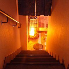 地下への階段…その下には離れ【開山】が。